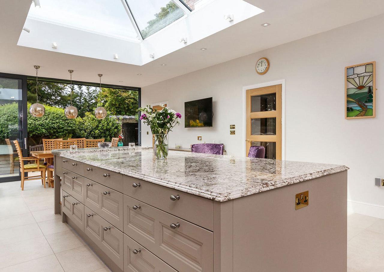 Plan de travail granit pour votre cuisine et salle de bain - Plan de travail cuisine rabattable ...