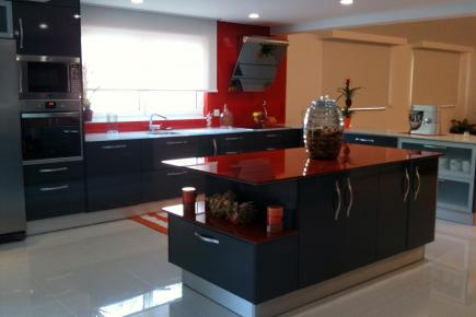 Plan de travail verre pour votre cuisine et salle de bain for Plan de travail cuisine en verre