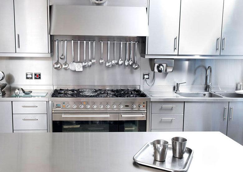 Plan de travail inox pour votre cuisine et salle de bain
